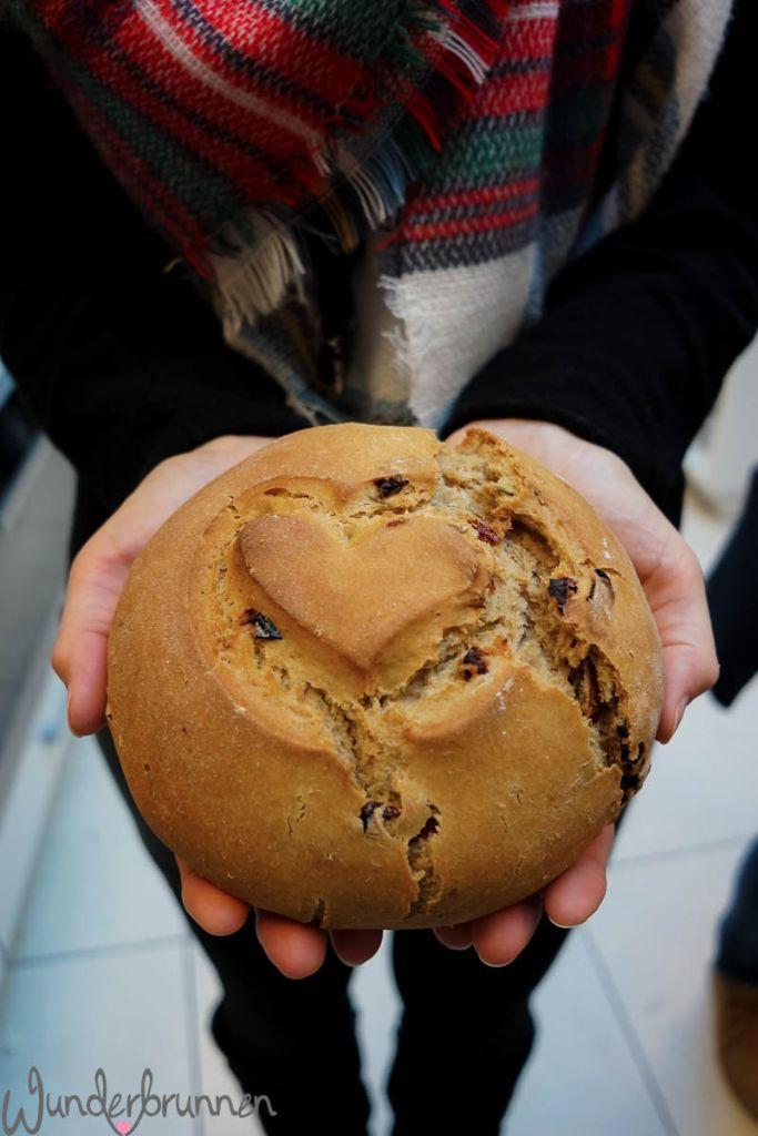 Sauerteigbrot mit Herz - Wunderbrunnen - Fotografie - Foodblog