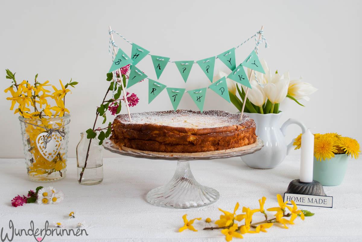 Kaffeetafel mit Käsekuchen und Blumen - Wunderbrunnen - Foodblog - Fotografie