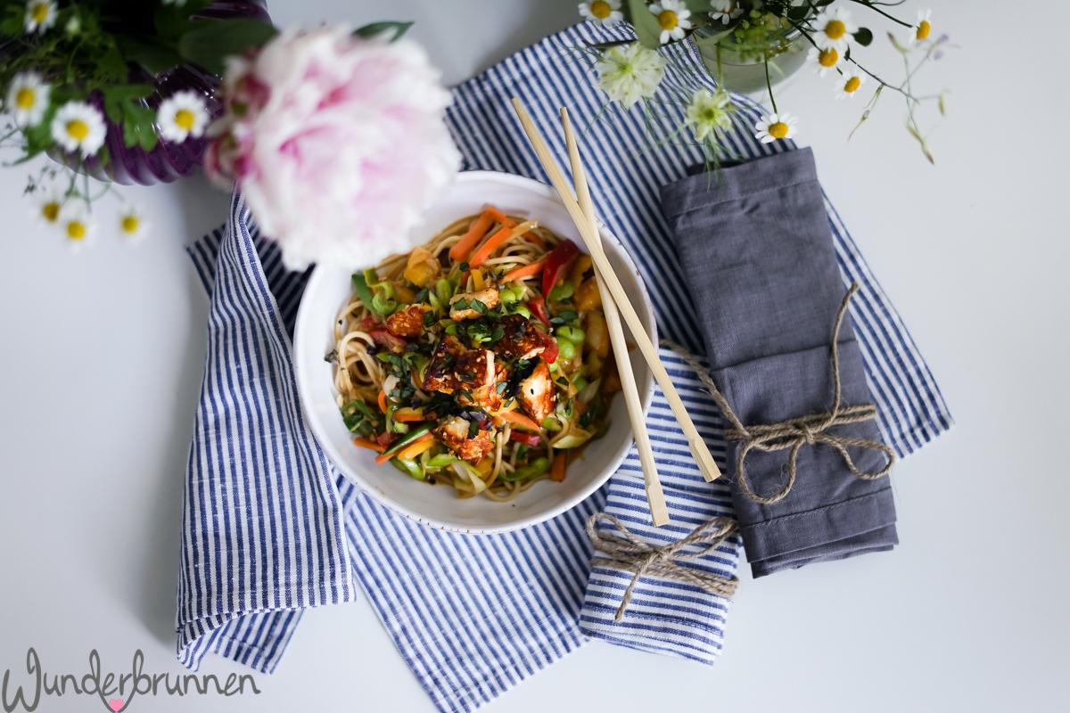 Erdnussnudeln mit knusprigem Halloumi - Wunderbrunnen - Foodblog - Fotografie